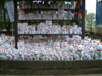Maneki Neko Gotokuji Temple Tokyo Wikimedia Commons